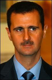 Qui est ce chef d'État qui a succédé à son père en 2000 et qui doit aujourd'hui faire face à une révolte populaire dans le pays ?