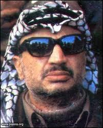 Qui est ce leader palestinien, incarnation de la lutte des Palestiniens, décédé en 2004 à l'hôpital militaire de Clamart en région parisienne ?
