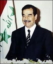 Qui est ce dictateur qui a essayé d'envahir deux pays voisins, sans succès, et a terminé son règne pendu ?