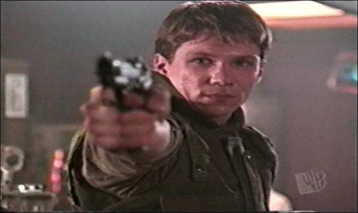 Quel acteur joue Riley Finn ?