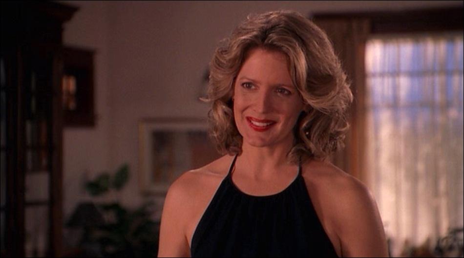 Quelle actrice joue Joyce Summers ?