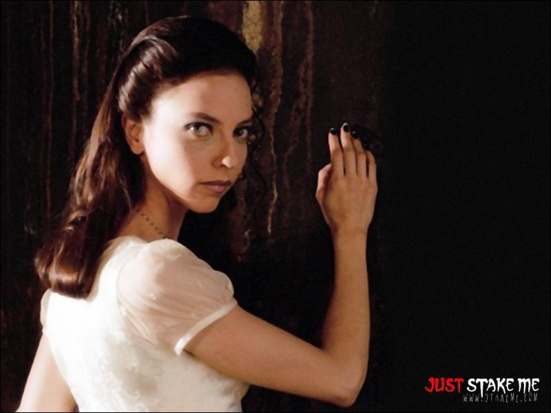 Quelle actrice joue Drusilla ?