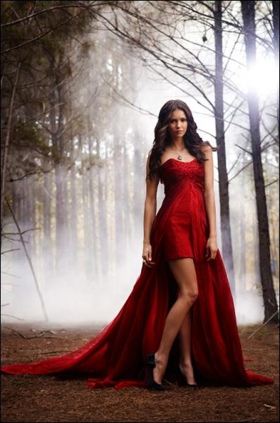 Avec qui vit Elena ?