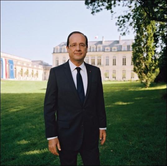 Cette année , François Hollande décide de renouer avec la traditionnelle ... . ( supprimée par N. Sarkozy )