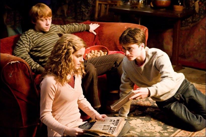 Que demande-t-il à Hermione ?