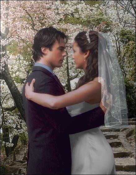 Avec qui Elena a-t-elle dansé pour être Miss Mystic Falls ?