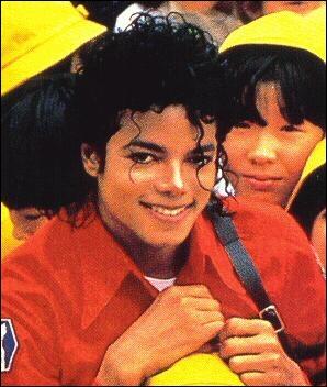 Dans le clip  Billie Jean  comment est le noeud papillon de Michael ?