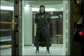 Quelle est la particularité de la cage qui retient Loki ?