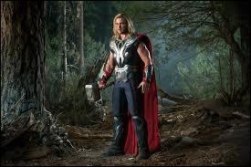 Qui se trouve dans la forêt aux côtés de Thor ?