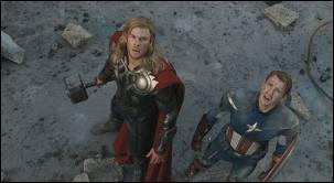 Que regardent Thor et Captain America ?