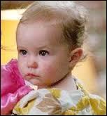 Elle donne naissance à une petite fille. Quel est son prénom ?