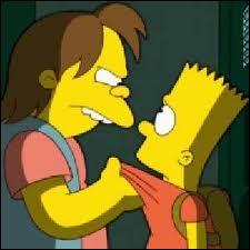 Comment s'appelle cette brute qui tient Bart par le col ?
