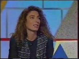 Comment s'appelle ce jeu télévisé où elle jouait en duo avec un candidat (avant de devenir la présentatrice principale du jeu de 2001 à 2003) ?
