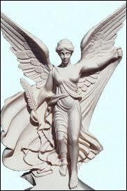 Après avoir aidé les dieux grecs dans leur combat face aux Titans, elle devint la déesse de la victoire, garante du succès des soldats :