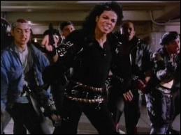 Dans quel clip fait-il une démonstration de danse dans le métro ?