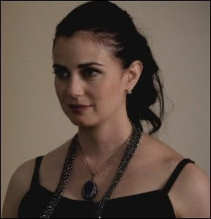 Qui est la mère d'Elena ?