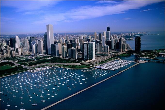 Chicago est située dans la région des grands lacs. Près de quel lac est-elle située ?