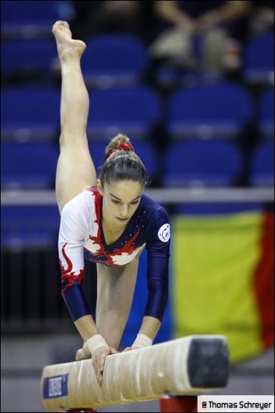 La gymnaste française, Youna Dufournet, a pour agrès favori :