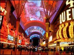 Las Vegas est une destination touristique de premier ordre aux États-Unis. En 2004, elle a accueilli 37, 4 millions de visiteurs. Quel pourcentage provenait de la Californie ?