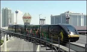 Quel hôtel retrouve-t-on à la dernière station du Las Vegas Monorail, au nord ?