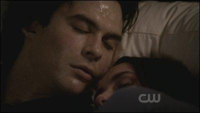 À la fin de la saison 2, par qui Damon se fait-il mordre ?