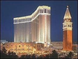 Le Venetian est un hôtel sur le thème de Venise. Il a aussi une extension nommé le Palazzo. Quelle attraction retrouve-t-on au Palazzo ?
