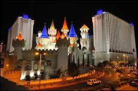 Que n'y a-t-il pas à l'Excalibur, un hôtel au thème médiéval ?