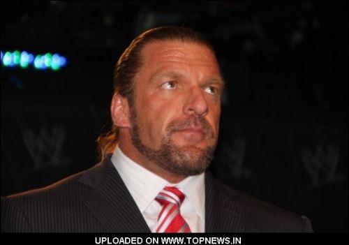 Avec qui Triple H est-il en guerre ? (20 juillet 2012)
