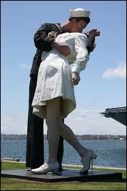 Comment se nomme cette statue dans le port de San Diego, près du musée porte-avion USS Midway ?