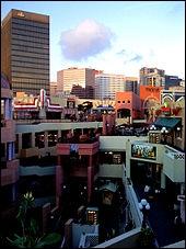 Comment se nomme ce centre commercial extérieur au centre-ville de San Diego ?