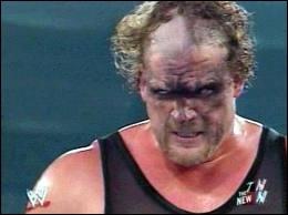 Kane a fait équipe avec un autre catcheur avec qui il a été champion et il a enlevé son masque pour la première devant ce catcheur, qui est ce ?