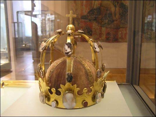 Quelle serait la cause de la mort de Charlemagne, le 28 janvier 814, à l'âge de 72 ans ?