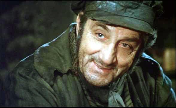 Qui jouait le rôle de Javert dans  Les misérables  réalisé par Robert Hossein ?
