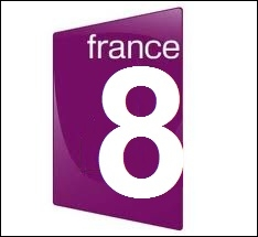 Normalement, quelle chaîne du groupe France Télévisions a un logo mauve ?