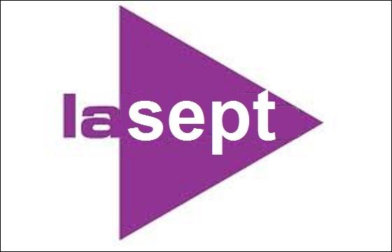 Quelle chaîne publique belge a aussi un logo mauve ?