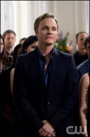 John Gilbert est-il l'oncle d'Elena ?