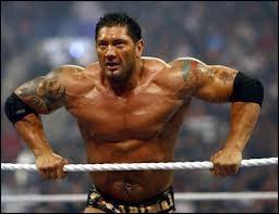 Pourquoi Batista a comme tatouage les drapeaux des Philippines et de la Grèce sur son corps ?