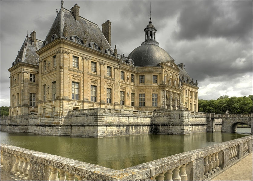 Bijou de l'art baroque en Ile de France avec ses plans de Louis Le Vau, ses décorations de Le Brun et ses jardins de Le Nôtre :
