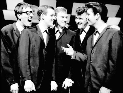 Groupe de rock britannique crée en 1958. Considéré comme le pionnier du rock britannique. Cliff Richards fit partie du groupe. Leur single 'Apache' bouleverse la musique pop en 1960.