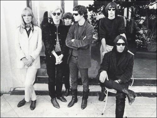 Groupe de rock américain de la fin des années 1960, lié à l'aventure de la Factory d'Andy Warhol qui les produit. La chanteuse allemande Nico et Lou Reed, chanteur américain, firent partie du groupe.