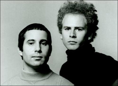 Duo américain de musique pop formé en 1957. Ses membres font partie des artistes les plus populaires des années 1960. Ils chantèrent 'Mrs. Robinson', qui apparait dans le film 'Le Lauréat'.