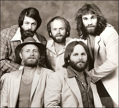 Groupe de rock américain formé en 1961. Affilié à la surf music. 'Surfin'Usa', 'I Get Around', 'Barbara Ann', 'Wouldn't It Be Nice' font partie de leurs nombreux succès.