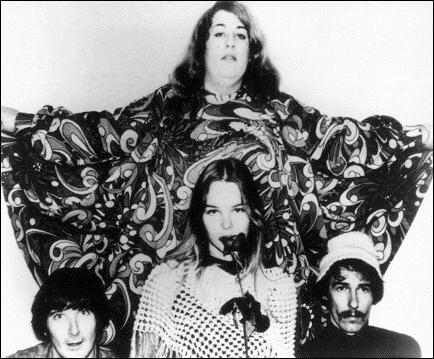 Groupe de rock américain, pop psychédélique formé en 1965. 'California Dreamin', sorti en 1965 et 'Monday, Monday' sorti en 1966, comptent parmi leurs succès.