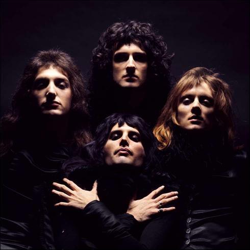 Groupe de rock britannique, formé en 1970 à Londres. Groupe britannique ayant connu le plus grand succès commercial ces trente dernières années. 'Bohemian Rhapsody' est un de leurs nombreux succès.