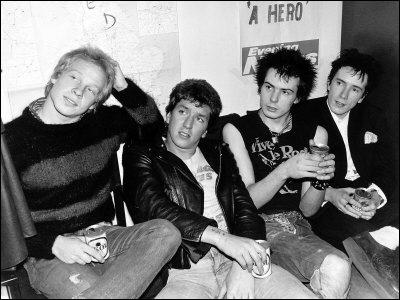 Groupe de punk britannique formé en 1975 à Londres, connus pour être les initiateurs du mouvement punk au Royaume-Uni. Johnny Rotten fut le chanteur du groupe, et Sid Vicious le bassiste éphémère.
