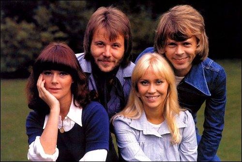 Groupe de pop suédois fondé à Stockholm en 1970, ayant vendu plus de 370 millions de disques. Vainqueur de l'Eurovision en 1974 avec leur chanson 'Waterloo', qui deviendra un succès mondial.