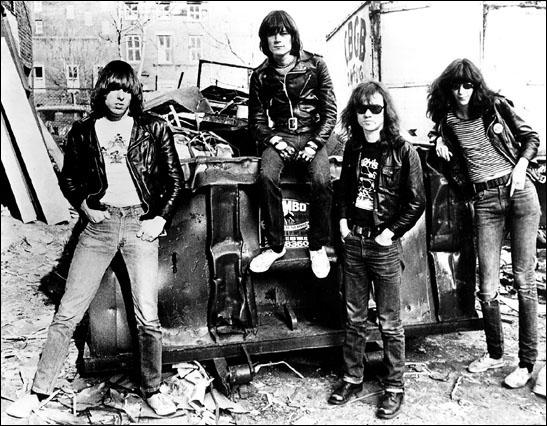 Groupe de rock américain fondé en 1974 à New York, souvent cité comme le premier groupe de punk rock. La chanson 'Pinhead', qui fait partie de leur deuxième album est un classique.
