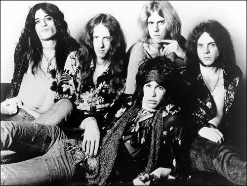 Groupe de rock américain formé en 1970 à Boston. Steven Tyler en est le chanteur. 'Same Old Song and Dance' est un classique du groupe et l'album 'Toys in the Attic', sorti en 1975 est un succès.