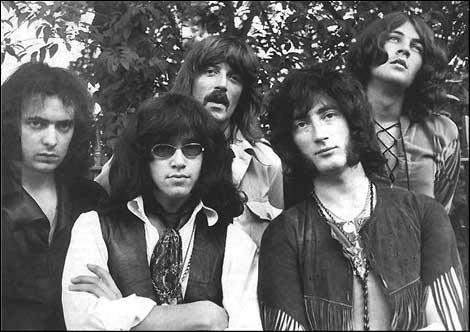 Groupe de rock britannique fondé en 1968, considéré comme l'un des fondateurs du genre hard-rock. La chanson 'Smoke on the Water' est la plus connue du groupe.
