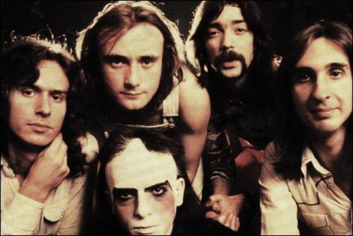 Groupe de rock britannique, à classer parmi les créateurs du rock progressif. Peter Gabriel et Phil Collins en sont les membres les plus connus. 'I Can't Dance' fut un de leurs nombreux succès.